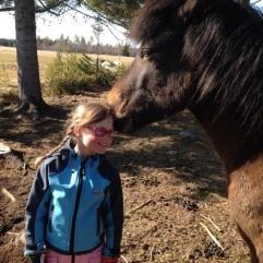 Freyr hälsar på Klara